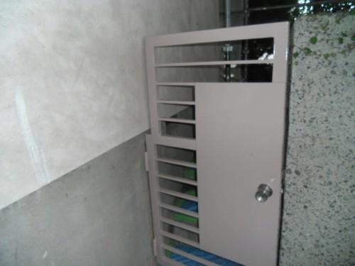 横浜市磯子区:鉄製ドア中塗り後2