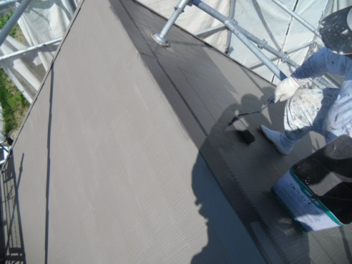 横須賀市久里浜:屋根上塗り2回目ダメ込み2