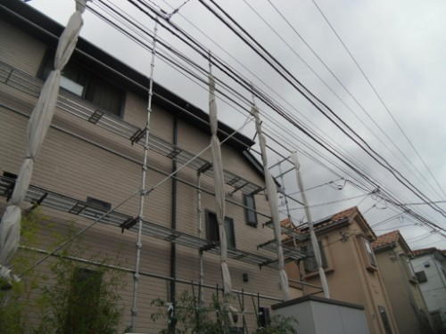 横浜市金沢区:シートを束ねた外観