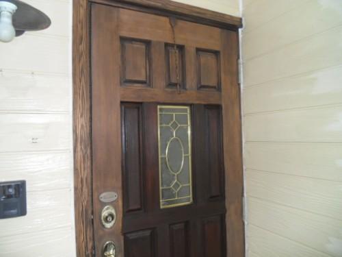 逗子市桜山:玄関ドア下塗り