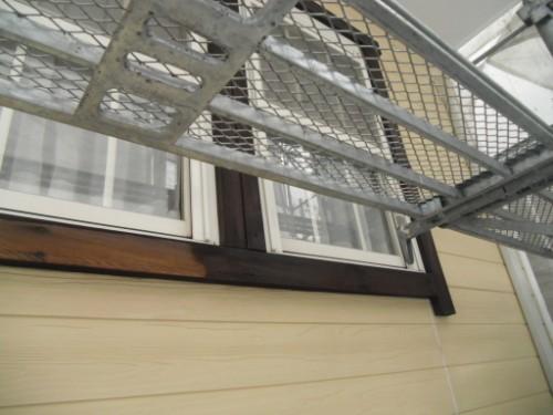 逗子市桜山:窓の木枠下塗り