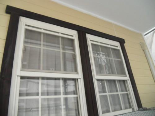 逗子市桜山:窓の木枠下塗り後