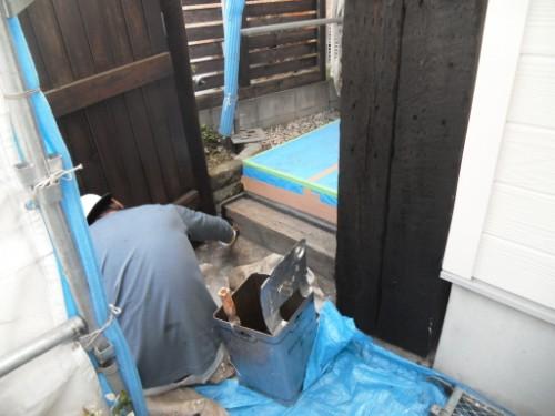 逗子市桜山:玄関周り下塗り