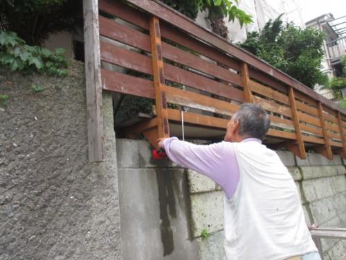 横浜市磯子区:木柵計測中の大工