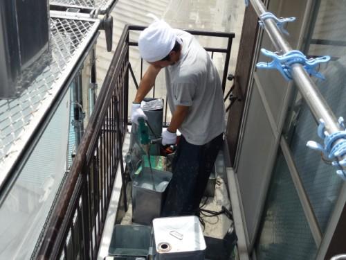 2014年4月16日 神奈川区:屋上ウレタン防水・材料準備