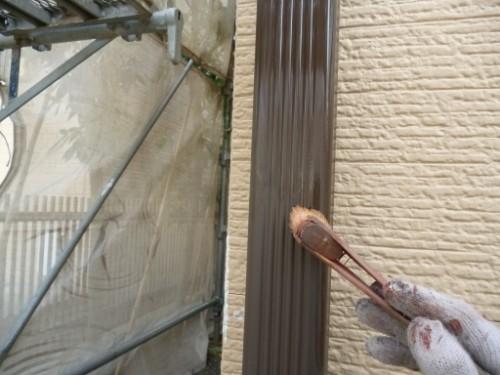 川崎市宮前区:雨樋下塗り