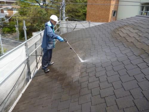 横浜市旭区:屋根高圧洗浄中