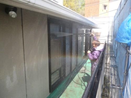 横浜市旭区:窓の高圧洗浄中