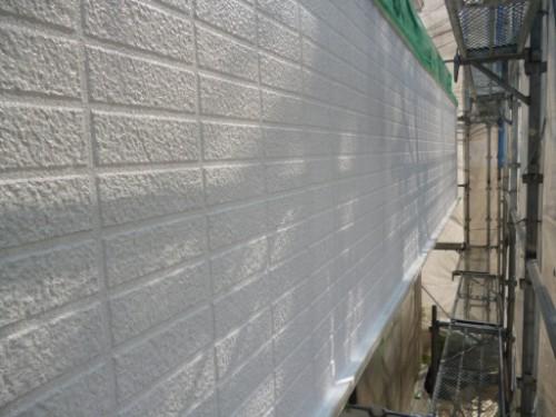 横浜市旭区:下塗り後のベランダ外壁