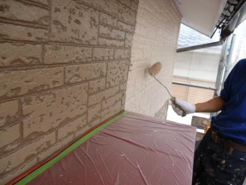 横浜市保土ヶ谷区:外壁中塗り1回目