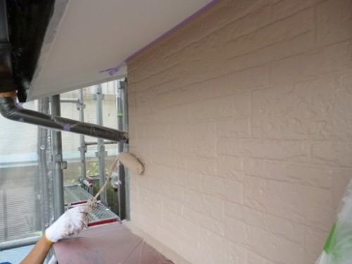 横浜市保土ヶ谷区:外壁中塗り2回目