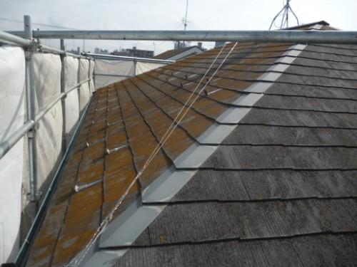 相模原市中央区:コケの付着したコロニアル屋根