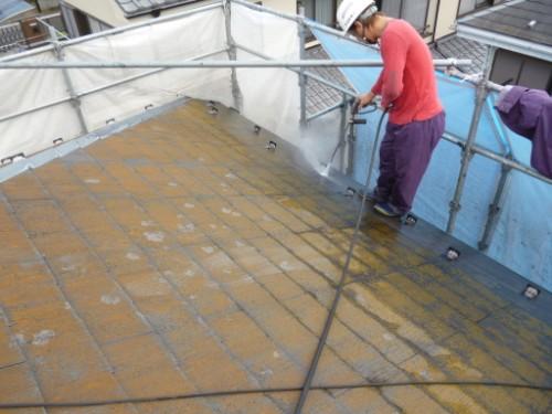 相模原市中央区:屋根の洗浄中