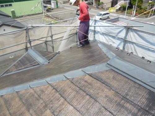 相模原市中央区:洗浄後のコロニアル屋根