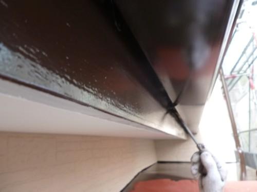 横浜市保土ヶ谷区:破風と樋の間を塗装