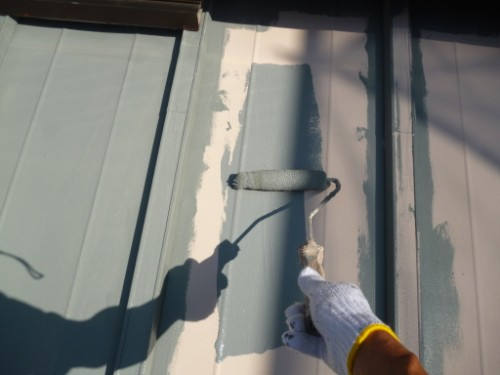 横浜市保土ヶ谷区:下屋根上塗り1回目