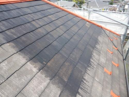 横浜市保土ヶ谷区:屋根下塗りシーラー塗布2