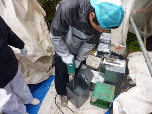 2013年12月9日 都筑区の防水工事:ウレタン材の撹拌