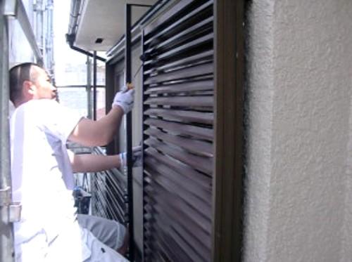横浜市保土ヶ谷区:雨戸ローラー上塗り