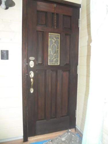 逗子市桜山:玄関ドア下塗り後