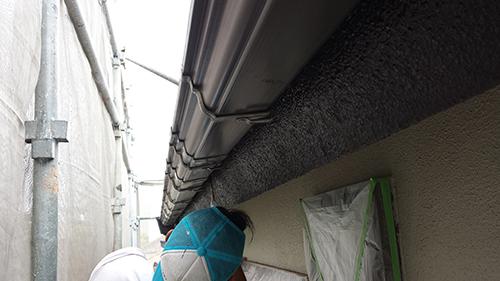 2013年7月4日 川崎市中原区にて外壁塗装・破風と樋の間