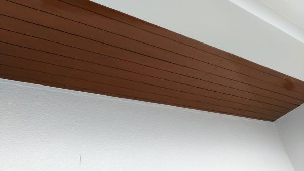 茶色系のステインで仕上げた軒裏の完成です