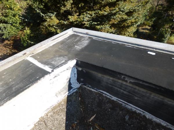 屋上のパラペット部分です劣化しています
