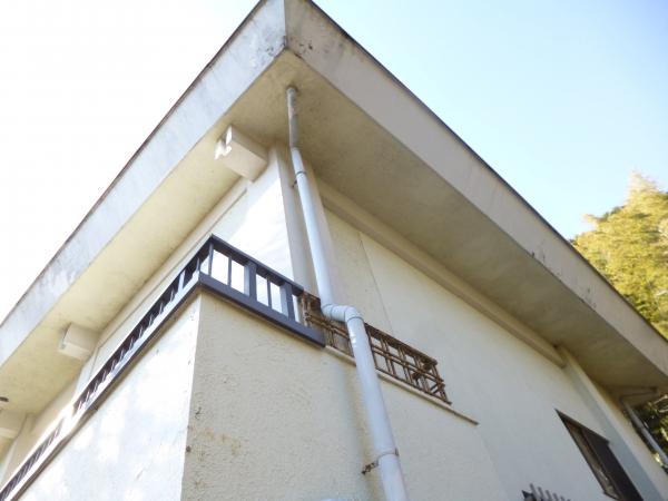 1階から見上げた2階の軒裏部分