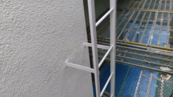 屋上に上がるはしごです。