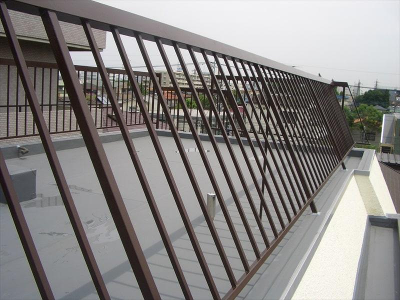 シリコン塗装した屋上フェンス