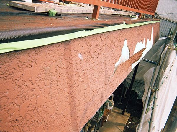 はがれた外壁を左官モルタルでキレイに補修 木部交換と家全体も塗装で完ぺき
