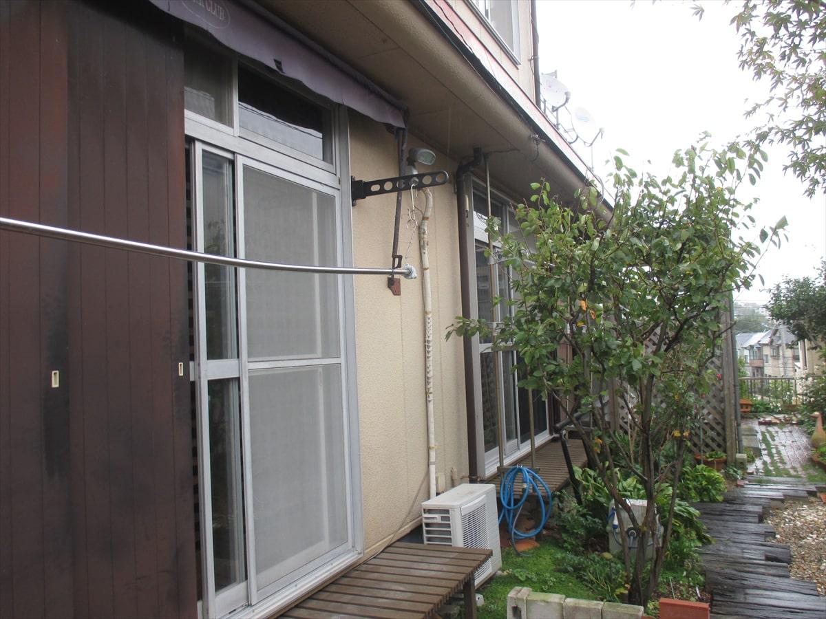 雨戸と外壁