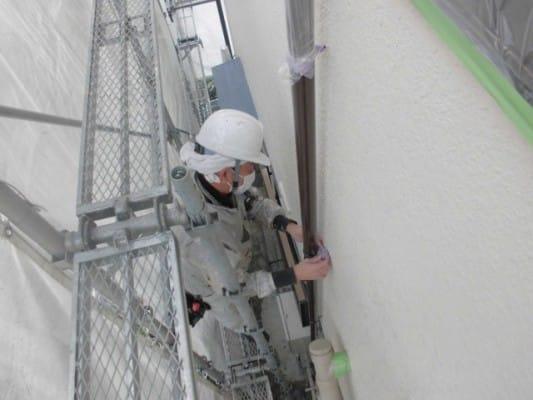 屋根カバー工法と養生が終わり明日から塗装作業です。