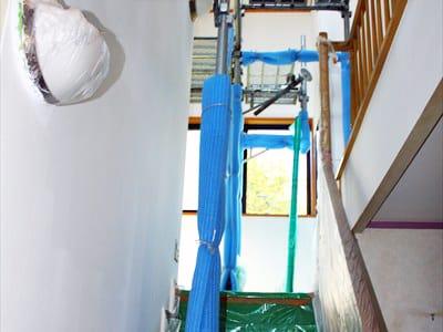 西区での施工事例、室内に足場を組んだお宅の下地調整と養生