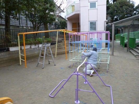 緑区での遊具塗装。この塗装、子どもたちは喜んでくれるでしょうか?