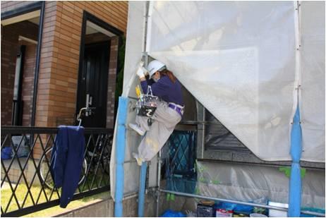 塗装女子りおの金沢区六浦の現場