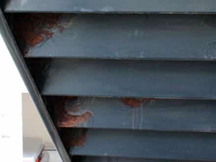 港北区で溶接とパテで新品同様になる階段塗装