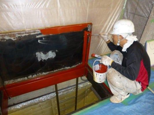 鎌倉でエントランス床点検口の塗装
