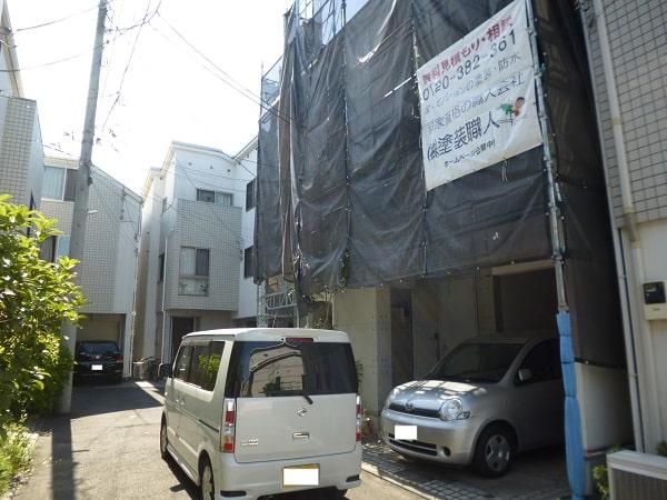 神奈川区で2件同時で外壁塗装の工事中