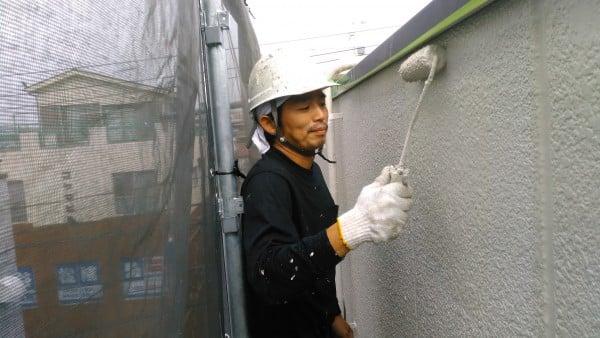 横浜市瀬谷区Sビル外壁、下塗りと上塗り
