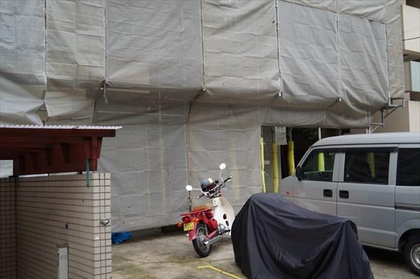 神奈川区でマンションの避難ハッチなど、鉄部のケレンと塗装