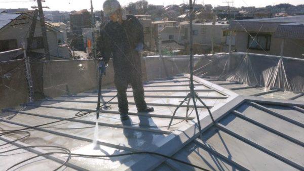 冬の塗装・トタン屋根