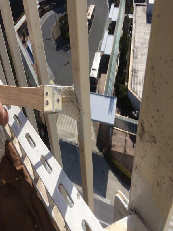 横浜市青葉区の大型マンションで塗装工事中
