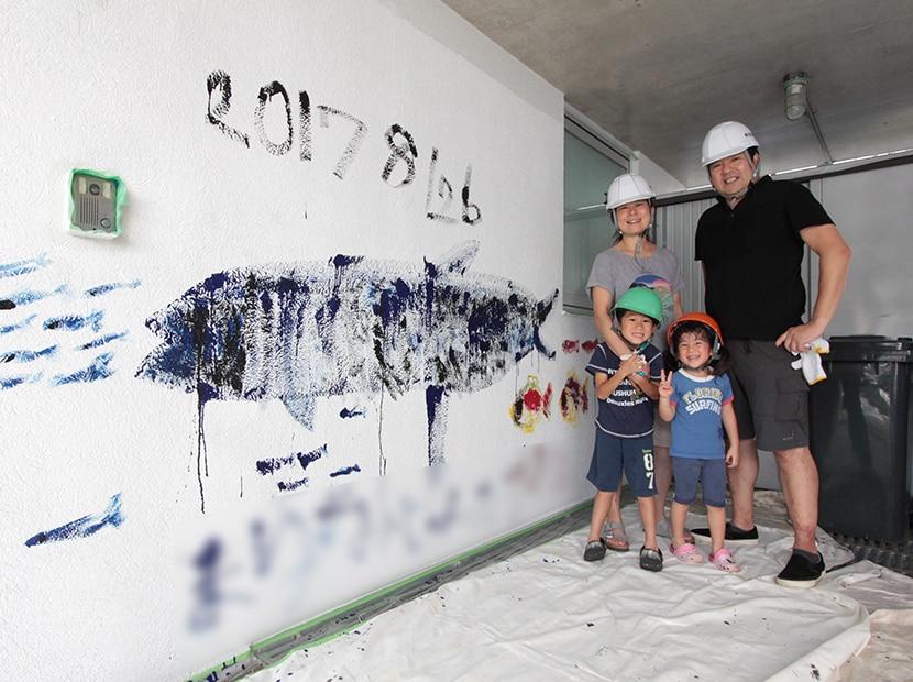 外壁に記念のお絵描き