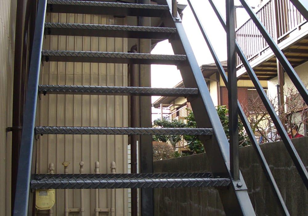階段塗装後8年