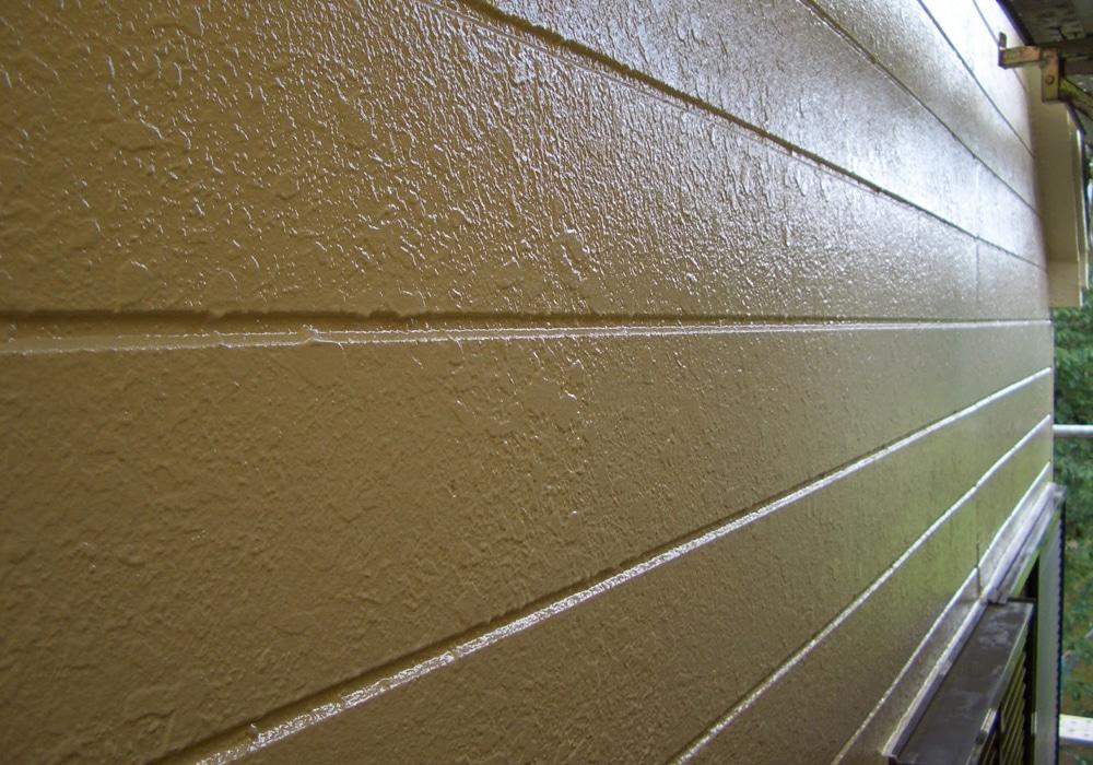 スタッコ模様のサイデイング外壁
