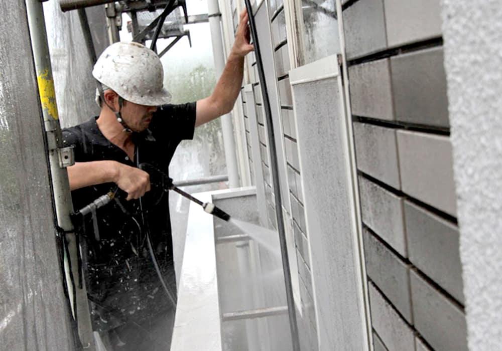 横浜塗装職人の一級塗装技能士、星野による高圧洗浄