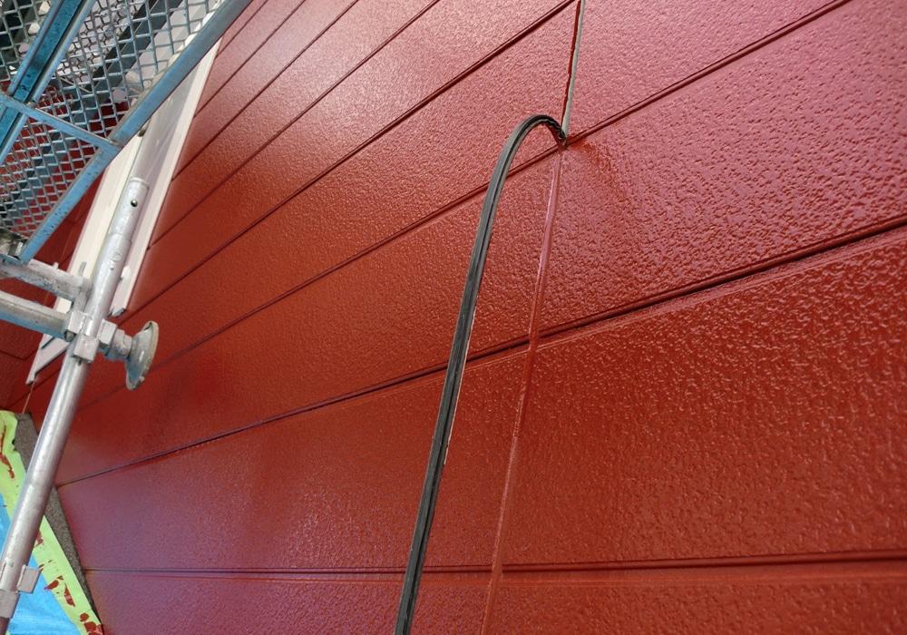 後打ちとは塗装をした後にシール工事をすることです。