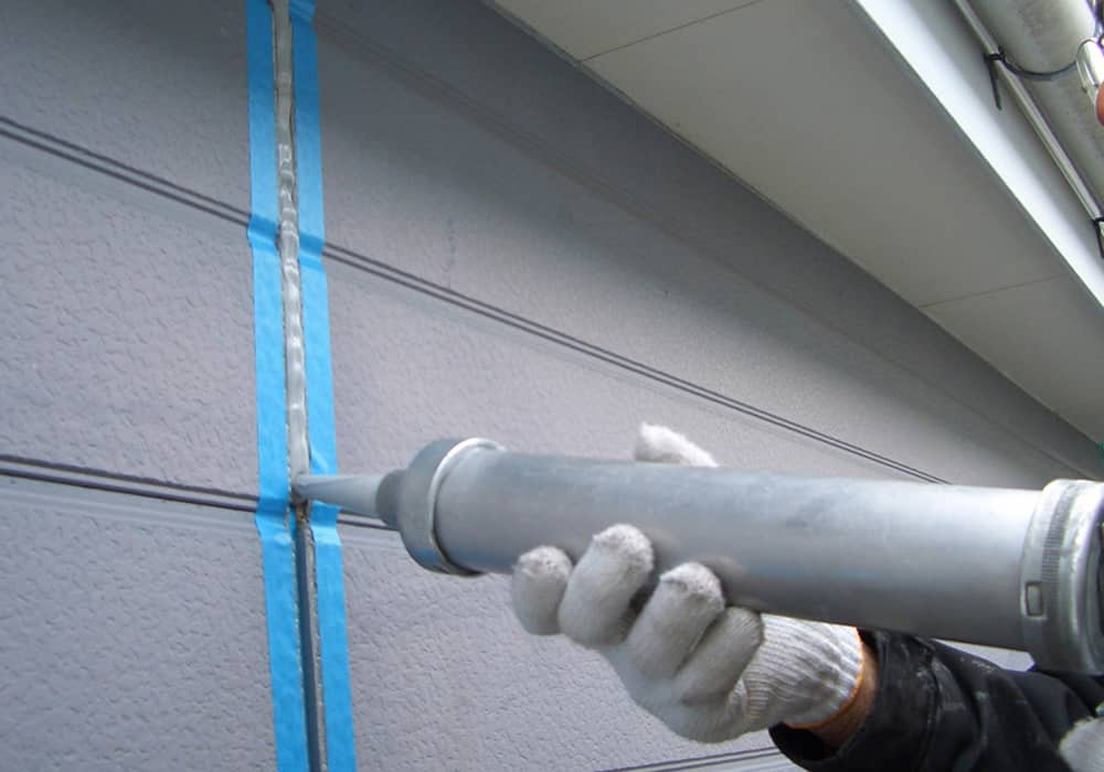 先打ちとは塗装をする前にシール工事をすることです。
