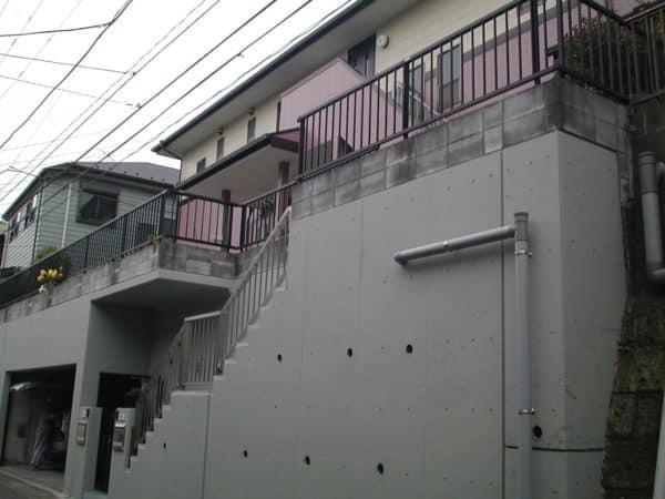 旭区での施工事例、下屋トタン瓦棒を脚立で塗り替え